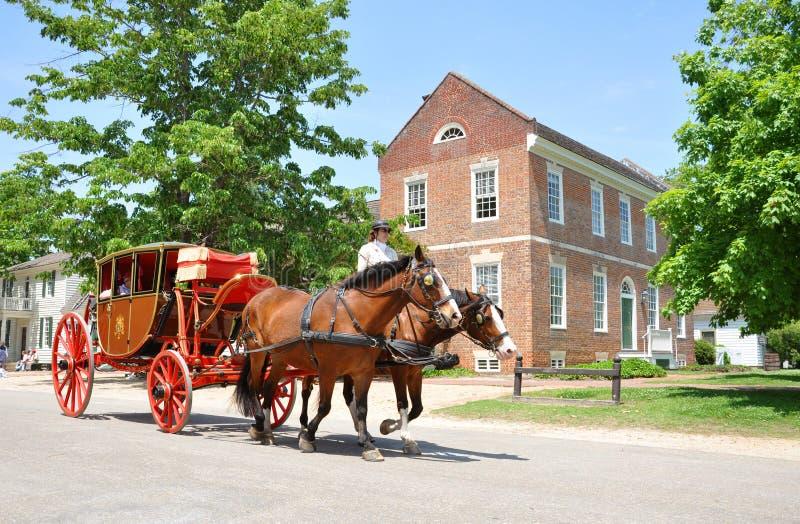 El carro traído por caballo viaja en Williamsburg foto de archivo libre de regalías