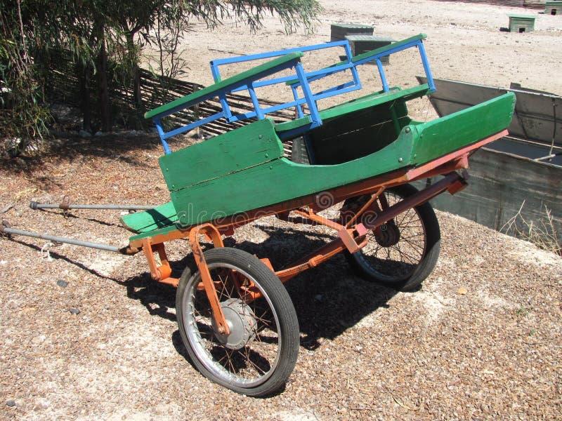 El carro verde imagen de archivo
