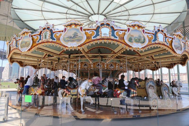 El carrusel de Jane tradicional del parque de atracciones en Brooklyn foto de archivo
