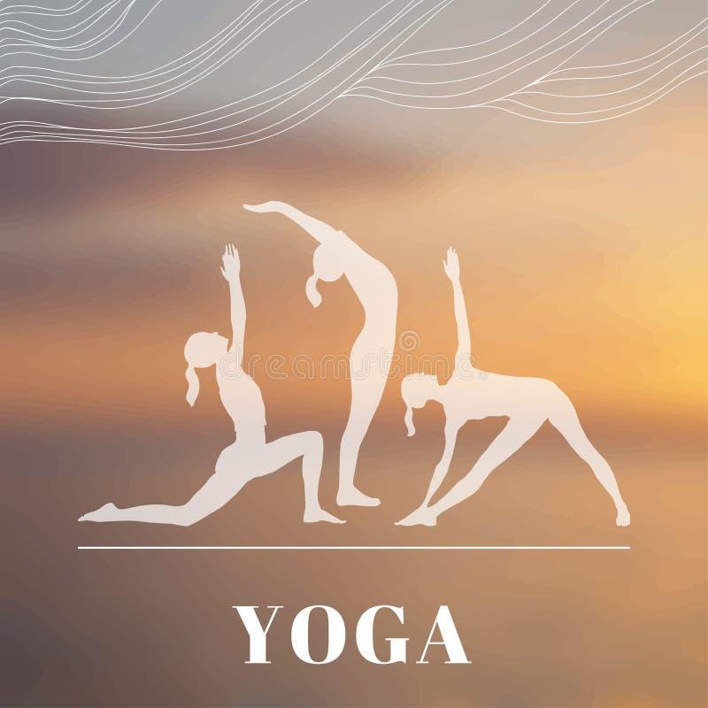 El cartel de la yoga con las siluetas de mujeres en la yoga presenta stock de ilustración
