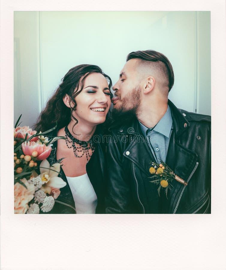 El casarse en el estilo de roca Boda del eje de balancín o del motorista foto de archivo libre de regalías