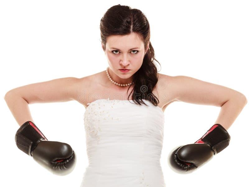 El casarse. Novia en guantes de boxeo. Emancipación. imágenes de archivo libres de regalías
