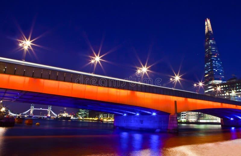 El casco, puente de Londres y puente de la torre fotografía de archivo libre de regalías
