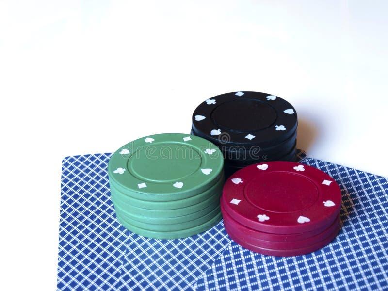 El casino salta/los símbolos y las tarjetas en el fondo blanco foto de archivo libre de regalías
