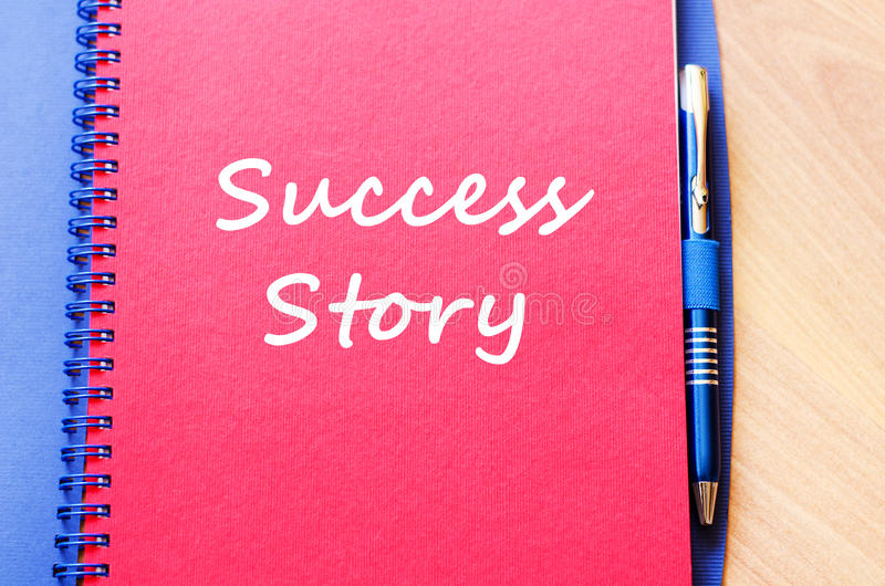 El caso de éxito escribe en el cuaderno imagenes de archivo