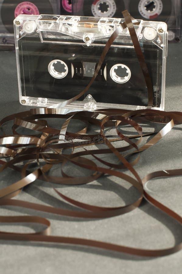 El cassette de la cinta de audio con restado hacia fuera sujeta con cinta adhesiva foto de archivo libre de regalías