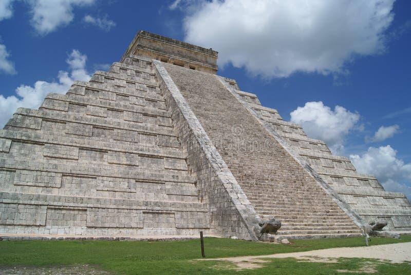 El Castillo, Chichen Itza, Мексика стоковые фотографии rf