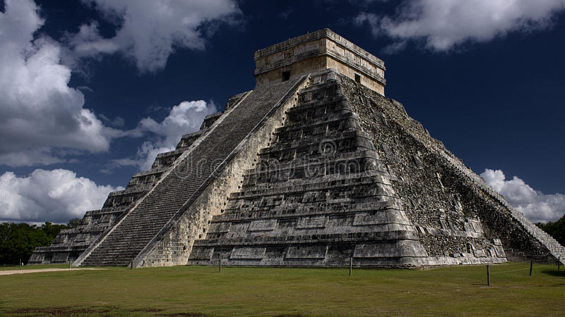 EL Castillo, Chichen Itza lizenzfreie stockfotografie
