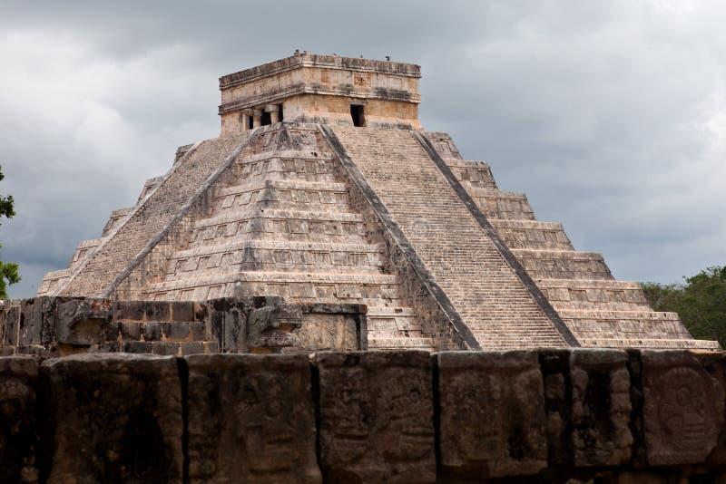 El Castillo de Chichen Itza, pyramide maya Yucatan/au Mexique photographie stock