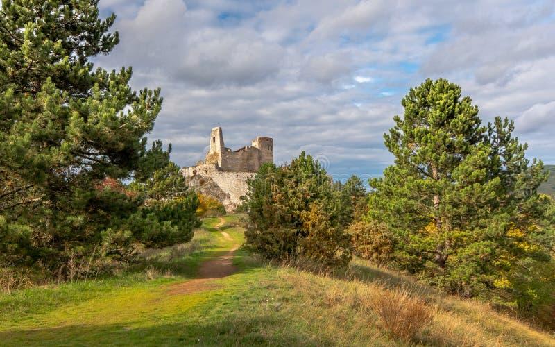 El castillo de Elisabeth Bathory, Cachtice, Eslovaquia foto de archivo libre de regalías