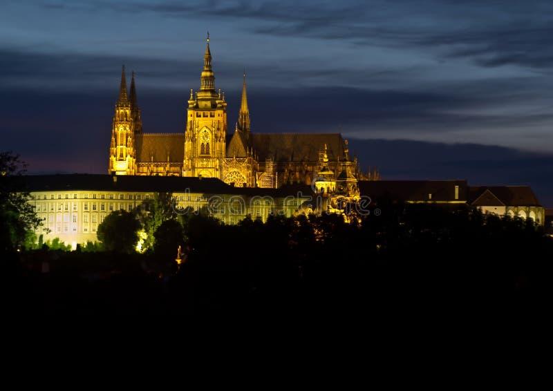 El castillo de Praga en la colina Hradschin en la República Checa imágenes de archivo libres de regalías