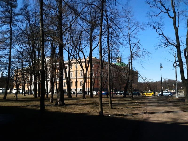 El castillo de San Miguel en la sol St Petersburg imágenes de archivo libres de regalías