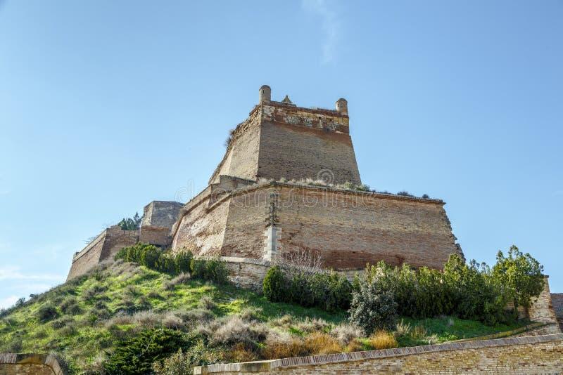 El castillo de Templar de Monzon Del origen árabe Huesca del siglo X España foto de archivo