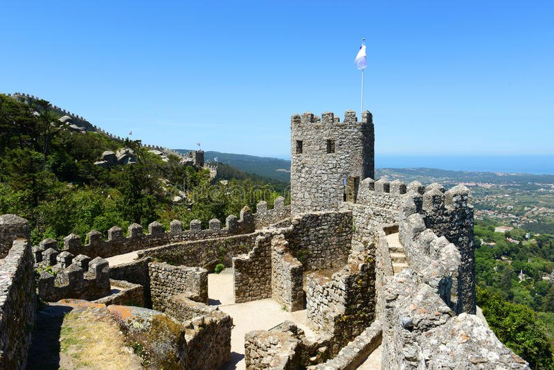 El castillo del amarra, Sintra, Portugal foto de archivo