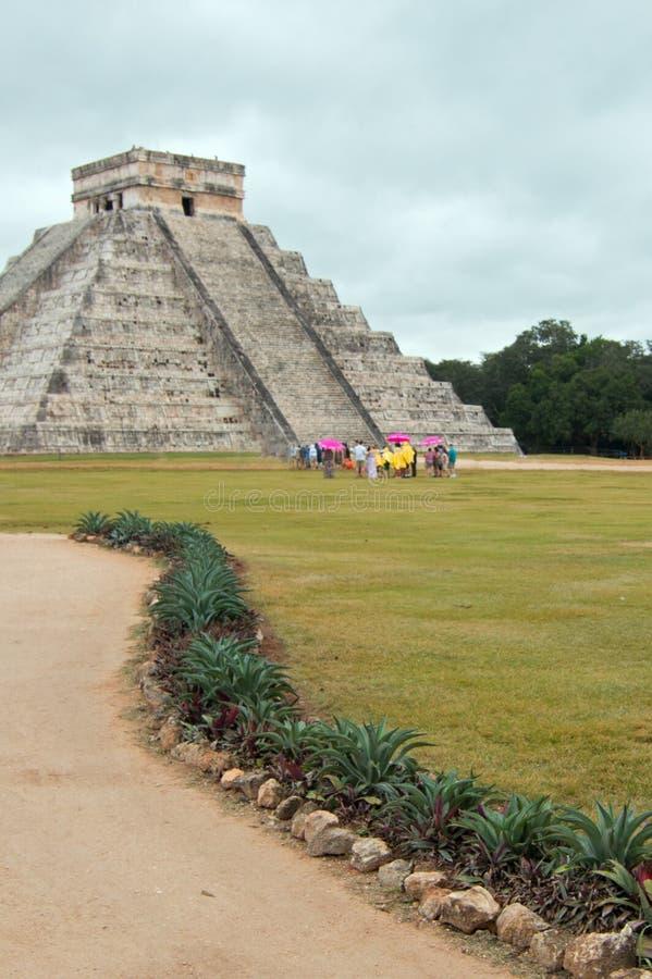 El Castillo Kukulcan Świątynny ostrosłup przy Meksyk Chichen Itza Majskimi ruinami zdjęcia stock