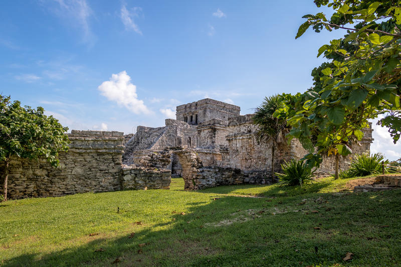 El Castillo le château - ruines maya de Tulum, Mexique photographie stock libre de droits