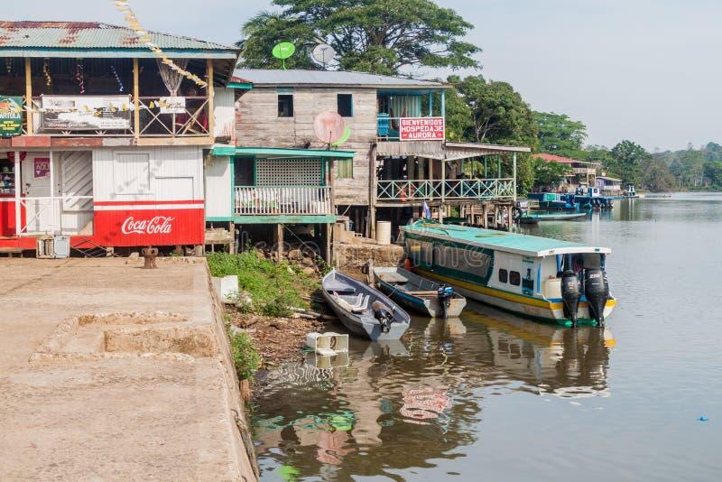 EL CASTILLO, NICARAGUA - 7. MAI 2016: Flussuferhäuser in Elle-Castillo-Dorf bei San Juan River, Nicarag stockbilder