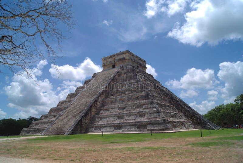 El Castillo O templo de Kukulcan Pirâmide mesoamerican da etapa em Chichen Itza, Iucatão, México imagens de stock royalty free