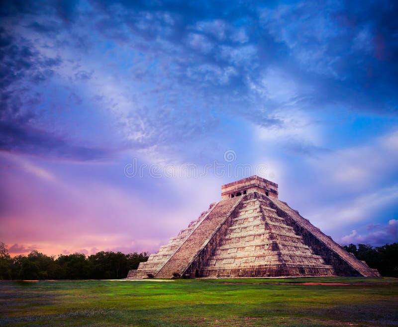 El Castillo-piramide in Chichen Itza, Yucatan, Mexico royalty-vrije stock afbeeldingen