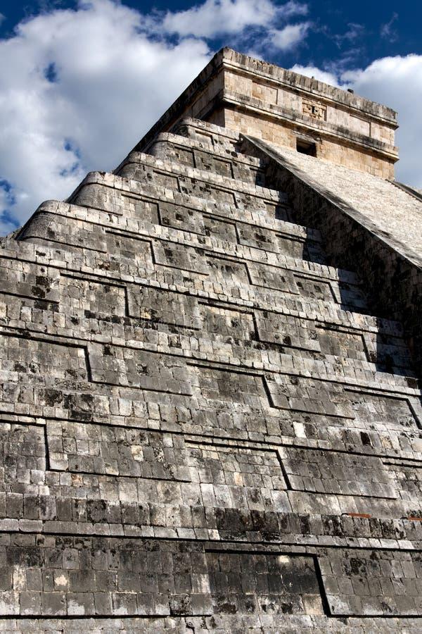 Download El Castillo Pyramid At Chichen Itza Stock Image - Image: 40782567