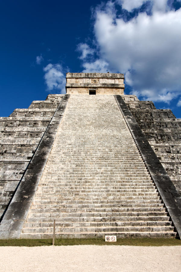 Download El Castillo Pyramid At Chichen Itza Stock Photo - Image: 40782630