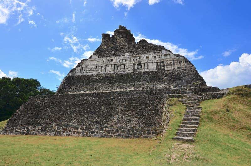 El Castillo-Pyramide, Xunantunich, Belize stockfotos