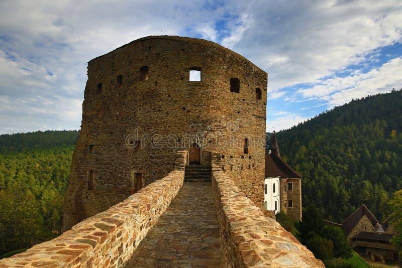 El castillo romántico de Velhartice Situado en el bosque bohemio, el castillo fue poseído por el ek del ¡de BuÅ de Velhartice fotografía de archivo
