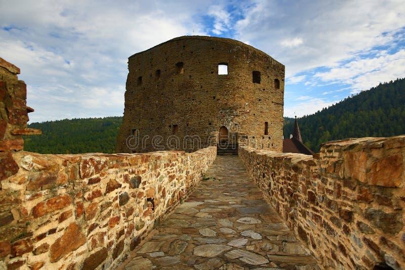 El castillo romántico de Velhartice Situado en el bosque bohemio, el castillo fue poseído por el ek del ¡de BuÅ de Velhartice fotos de archivo