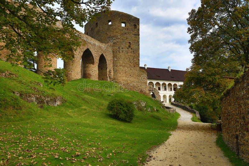 El castillo romántico de Velhartice Situado en el bosque bohemio, el castillo fue poseído por el ek del ¡de BuÅ de Velhartice foto de archivo