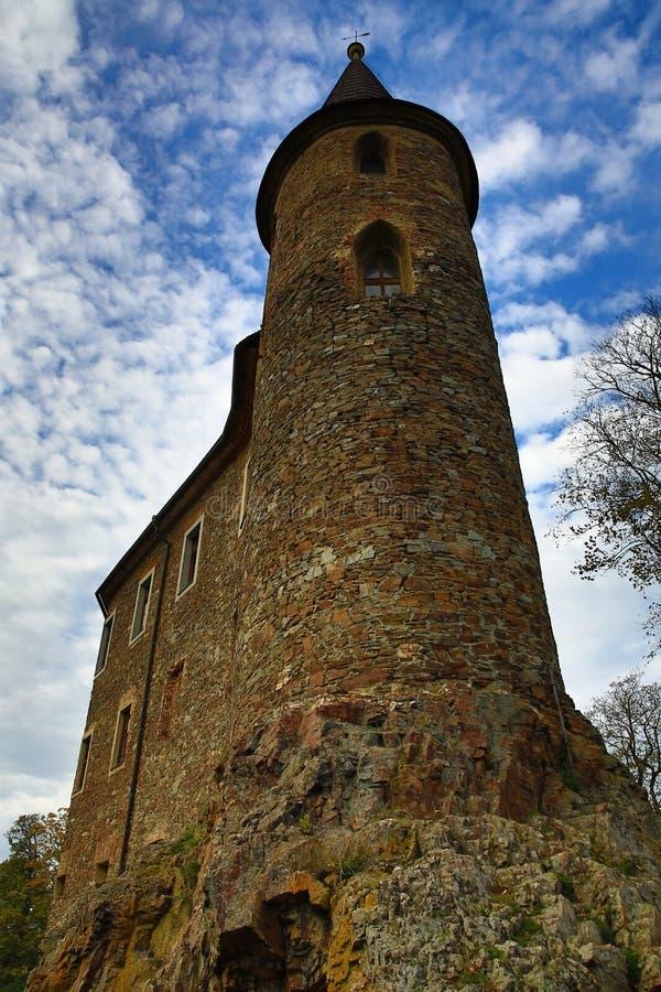 El castillo romántico de Velhartice Situado en el bosque bohemio, el castillo fue poseído por el ek del ¡de BuÅ de Velhartice imagen de archivo