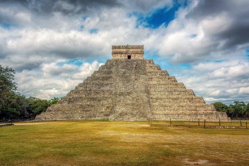 El Castillo, templo de Kukulcan, Chichen Itza, México imagen de archivo libre de regalías