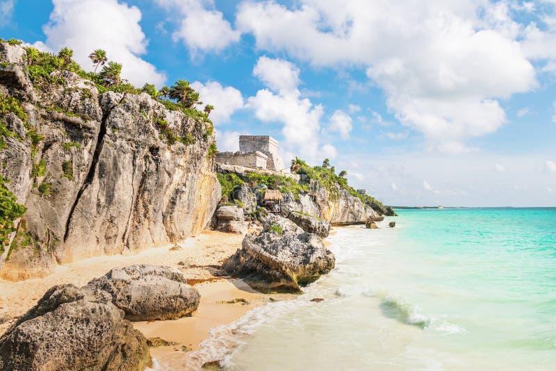 El Castillo und karibischer Strand - Mayaruinen von Tulum, Mexiko stockfotos