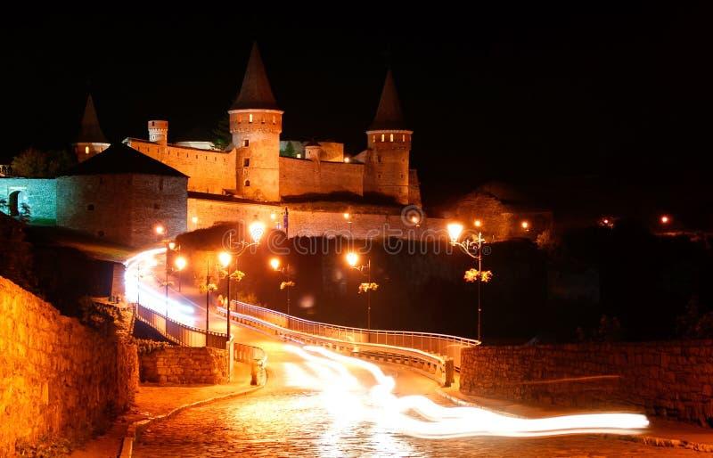 El castillo viejo en la noche imagen de archivo