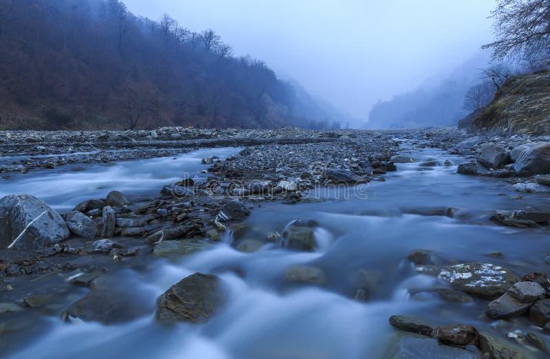 El cauce del río Vandam Chay Pueblo Vandam Gabala azerbaijan fotografía de archivo