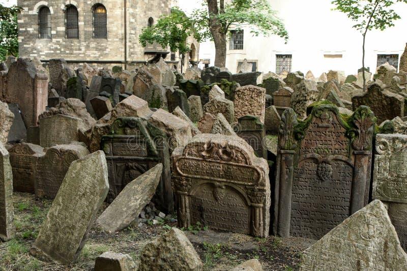 El cementerio judío muy viejo foto de archivo libre de regalías