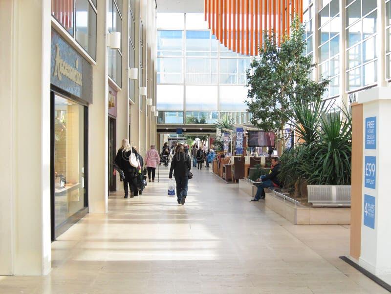 Alameda de compras interior. imagen de archivo