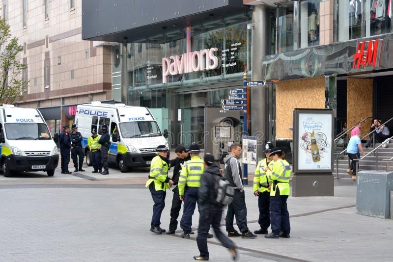 El centro de Birmingham-Inglaterra se desenfrena 2011-Police fotografía de archivo