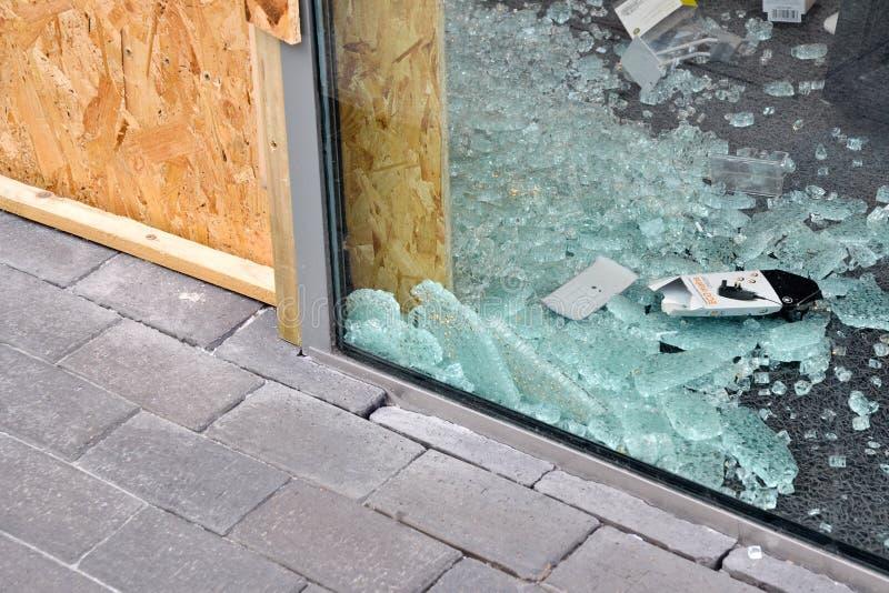 El centro de Birmingham-Inglaterra se desenfrena 2011-Smashed fotos de archivo