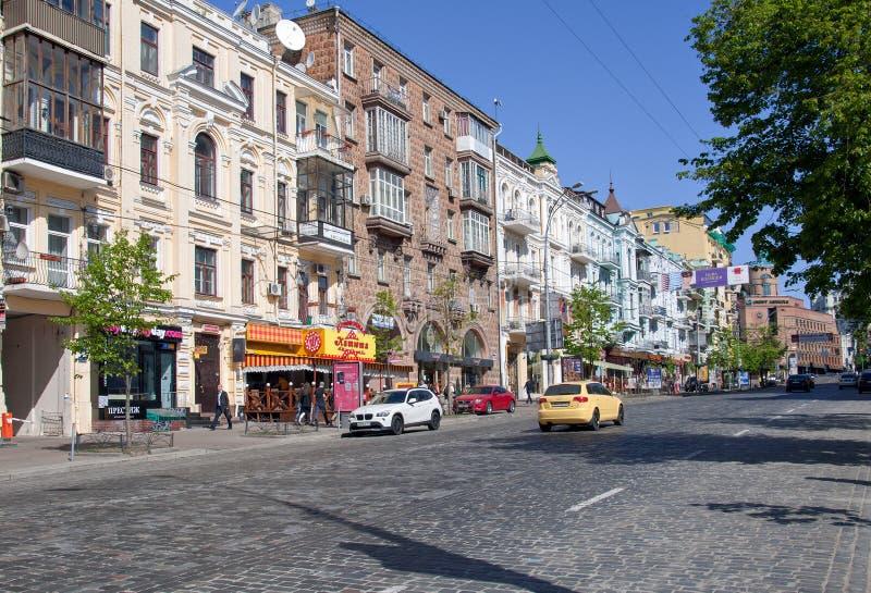El centro de ciudad de Kiev, calle de Lev Tolstoy, Ucrania imagen de archivo libre de regalías