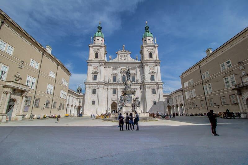 El centro de ciudad de la bobina de Salzburg, Austria imagen de archivo