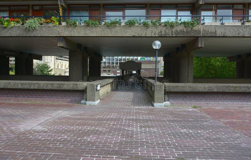 El centro de la barbacana Arquitectura del Brutalist, Londres foto de archivo