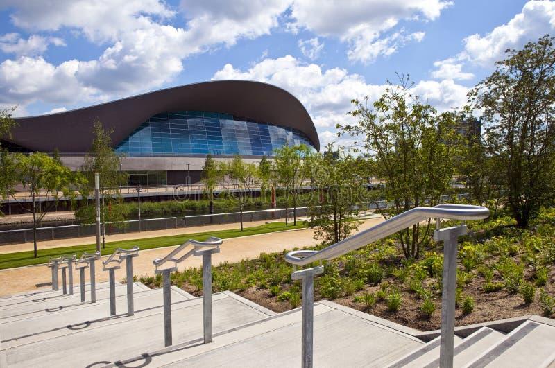 El centro de los Aquatics en la reina Elizabeth Olympic Park en Londo fotos de archivo