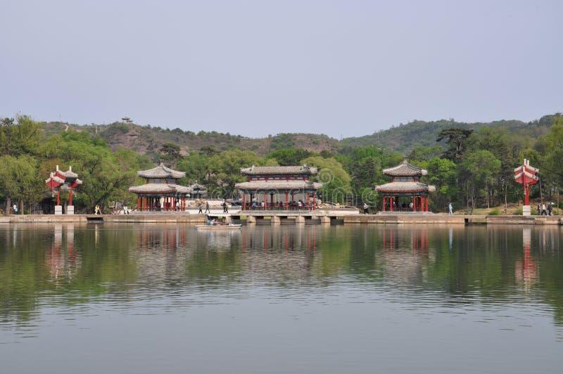 El centro turístico de montaña del verano en Chengde foto de archivo