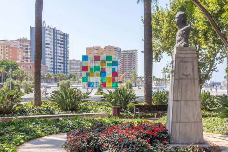 El centro y la estatua de Pompidou fotos de archivo libres de regalías