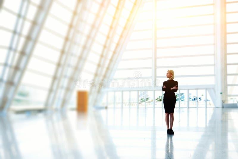 El CEO acertado de la hembra está esperando a socios comerciales fotos de archivo libres de regalías