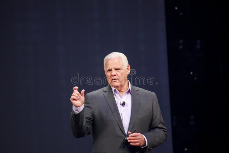 El CEO Joe Tucci del EMC entrega una dirección al mundo 2014 del EMC fotografía de archivo