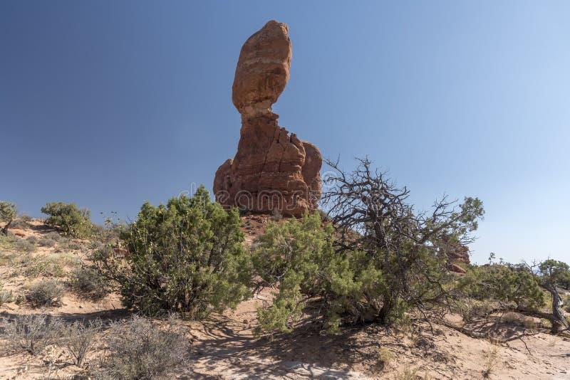 El cepillo equilibrado de la roca y del desierto, arquea el parque nacional Moab Utah fotografía de archivo libre de regalías