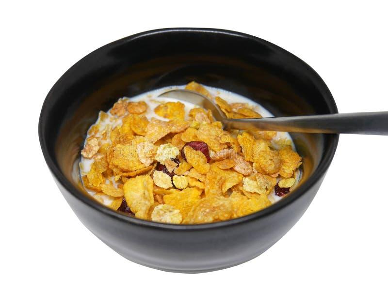 El cereal de desayuno orgánico curruscante y sano forma escamas con el arándano secado rojo y la leche de soja fría en cuenco hec imágenes de archivo libres de regalías