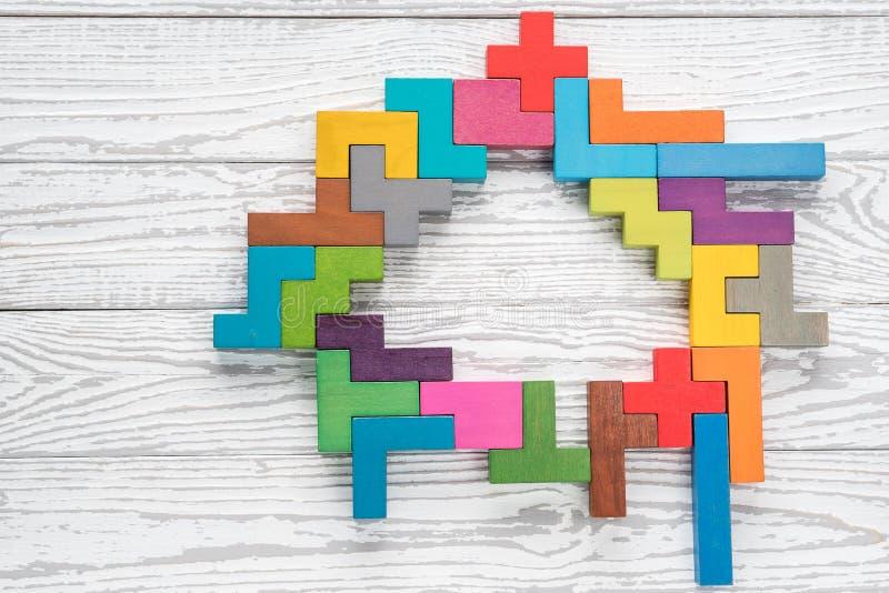 El cerebro humano se hace de bloques de madera multicolores Concepto creativo del negocio libre illustration