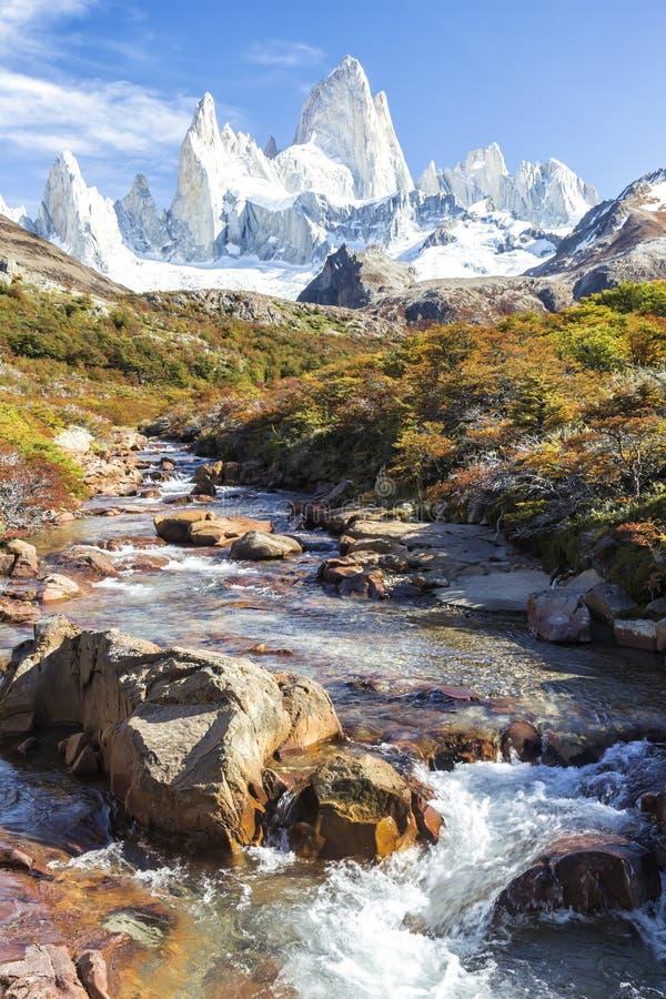 El Chalten,不可思议的镇在秋天 El Chalten位于阿根廷巴塔哥尼亚 免版税库存照片